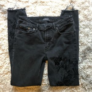 3/$25• ZARA BLACK FLORAL EMBROIDERED JEANS RAW HEM